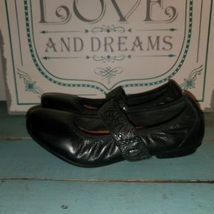 Earth Pilot Black Leather 7.5 Strap Ballet Flats